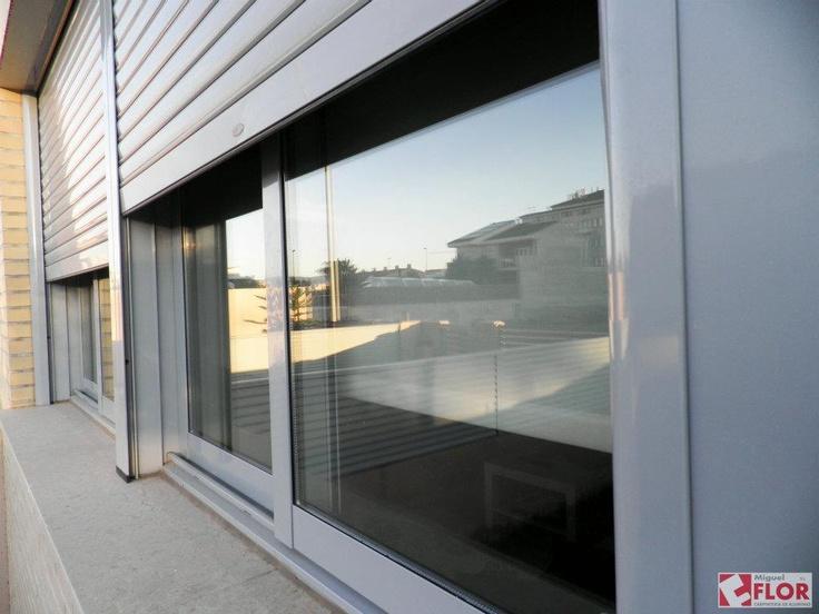 Carpinteria de aluminio con persianas de seguridad