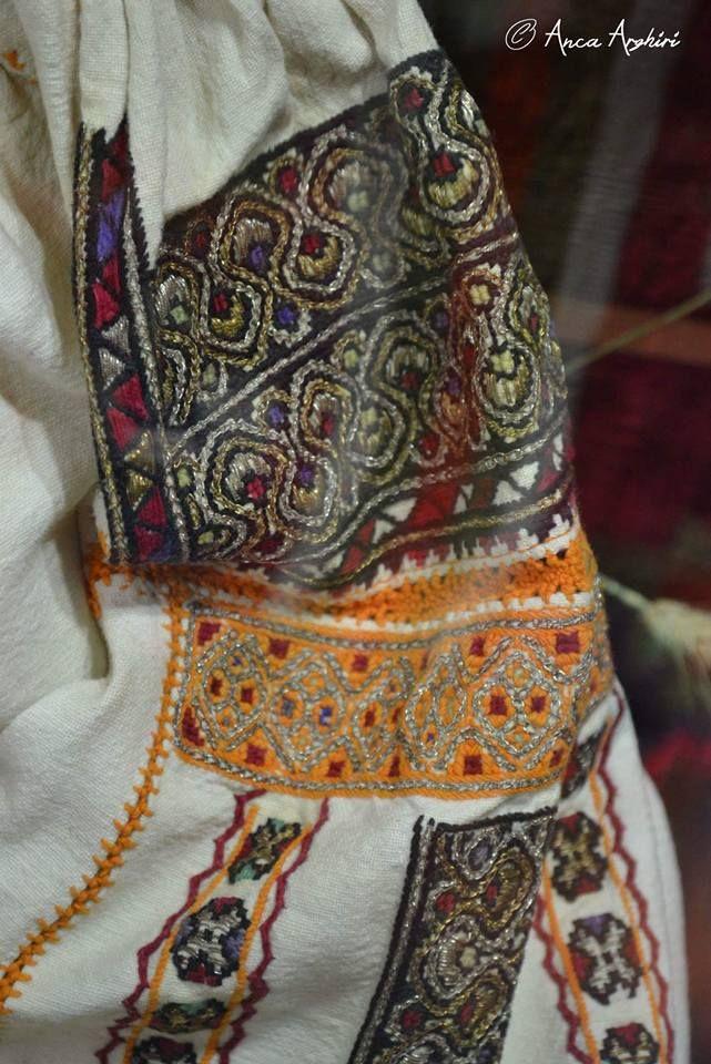 Romanian blouse - ie - detail. Vrancea region. Muzeul Focsani.