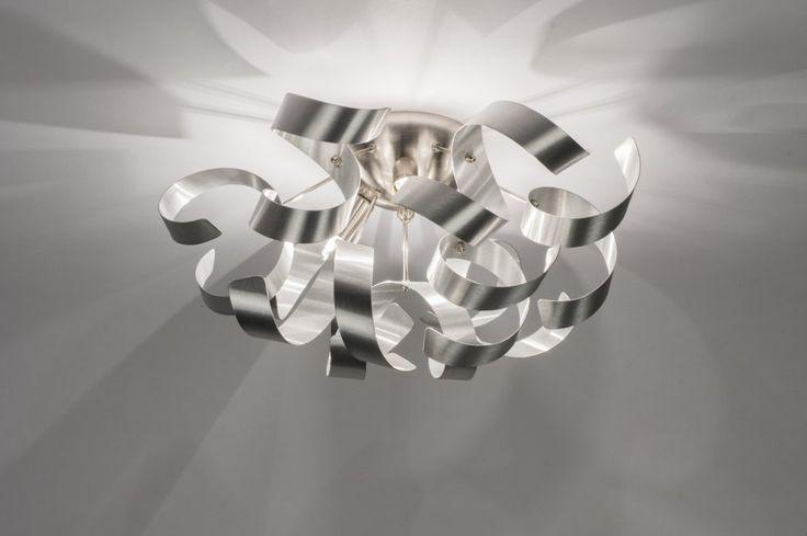 Klik voor webwinkel op deze link : https://www.rietveldlicht.nl/artikel/plafondlamp-72501-modern-eigentijds_klassiek-design-aluminium-aluminium-staal_rvs-rond  .  Deze plafondlamp is gemaakt van aluminium en heeft een weelderig uiterlijk dat bestaat uit romantische krullen. Tussen de krullen liggen drie lichtpunten die zorgen voor een sfeervolle lichtreflectie. Mocht u deze verlichting willen dimmen dan kan dat met behulp van een muurdimmer.