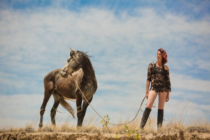 Discover your adventurous side, watch the world at your feet... - - - #lascascadasresort #rancholascascadas #horseandstyle #equestrianlifestyle #horsefun_feature #horselife #horseplanet #neighmaste #westernfashion #westernstyle #goddessonhorseback #ranchstyle #cowboylifestyle #cowgirllifestyle