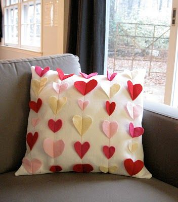 Valentines Pillow (but ... I am seeing this done in BUTTERFLIES - wonder if I have a die that will cut suitable pieces of felt)  ************************************************  (repin) #valentines #day #heart #butterfly #pillow #DIY #home #decor ≈√