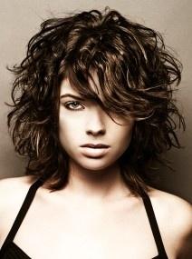 cute-medium-curly-hair-styles