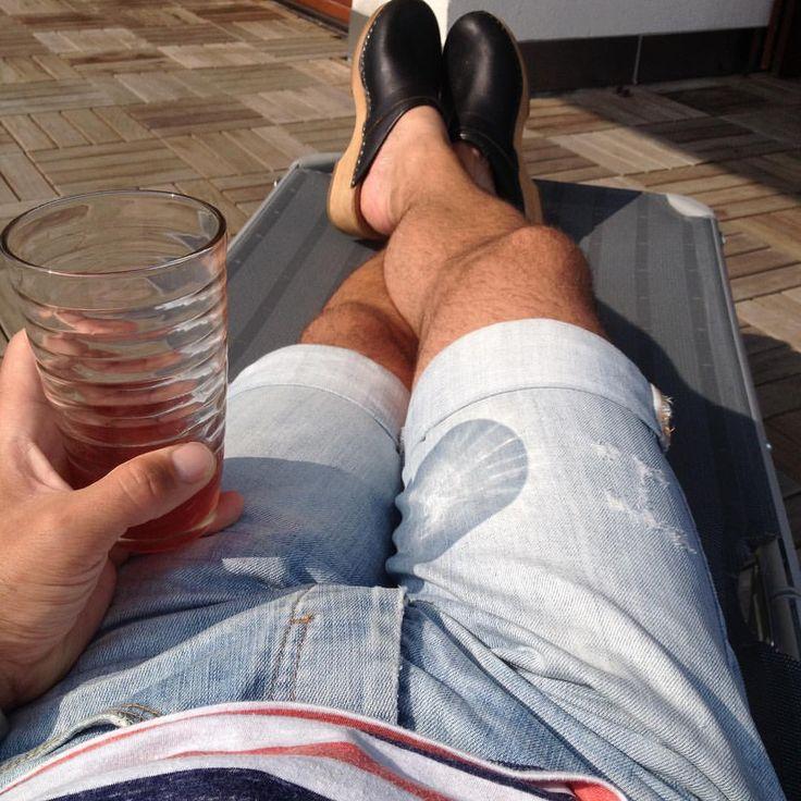 #barefeet #barfuss #barfussinclogs #gevavi #schwedenclogs #swedishclogs #woodenshoes #hollandclogs #truckerclogs #menstyle #ilovemyclogs #meninclogs #träskor #træsko #traeskor #hairylegs #menslegs #instaclogs #gayclogs #berlinmitte #vodkacranberry