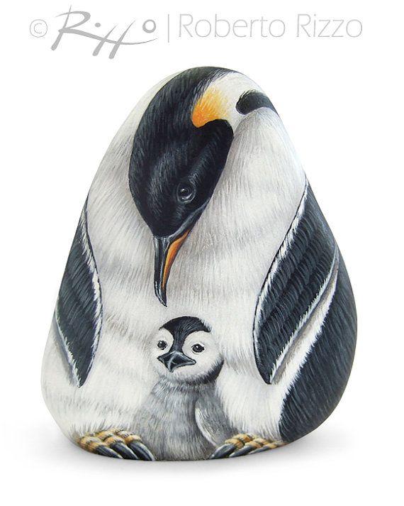 Ik schilderde dit familie keizer pinguïns op een zeldzame vorm van natuurlijke zee rots. Het is een eenmalige stuk van kunst en een geweldig cadeau idee voor u allen, natuurliefhebbers!  Mijn beschilderde stenen zijn unieke kunstwerken. Ze zijn gemaakt met hoge kwaliteit acryl en zeer kleine borstels, fijn gedetailleerd op beide kanten, beschermd met een sterke transparante vernis vacht, op de achterzijde ondertekend en vergezeld gaan van een certificaat van GELOOFBAARHEID.  Metingen van…