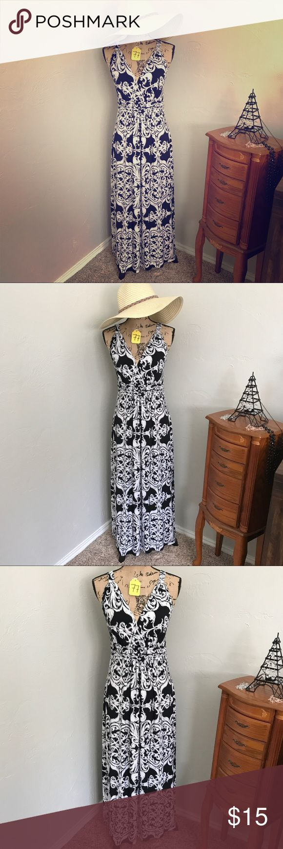 New Directions Petite long black white maxi dress New Directions Petite • Sz Petite Large (measurement photo included, Size.ly) • Black and White classic long dress New Directions Petite Dresses Maxi