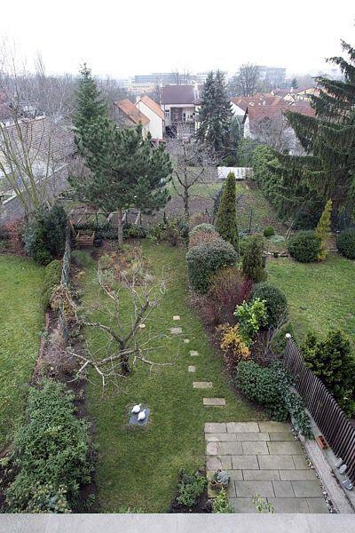 Zahrada je široká šest metrů, jako bytová jednotka řadového domu.