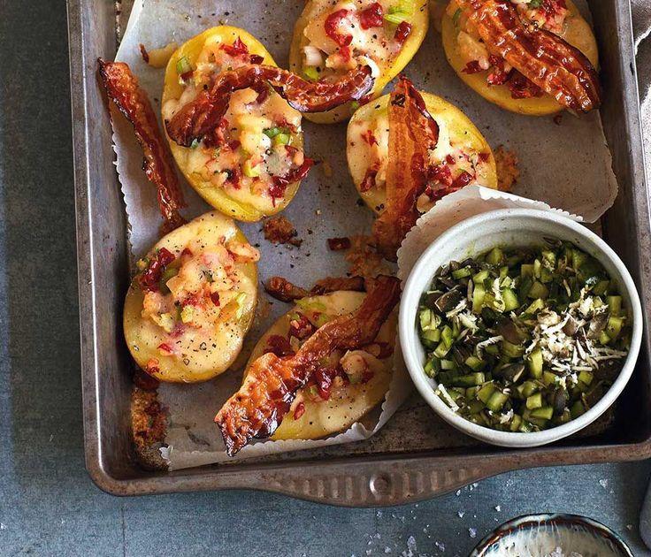 Gefüllte Kartoffeln mit Käse überbacken? Das klingt nicht nur lecker, das ist auch lecker! Wir haben ein köstliches Rezept für Sie!