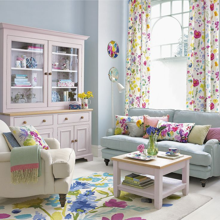 Chic And Colorful Living Room Decor For Spring: Living Room With A Spring-inspired Palette And Floral