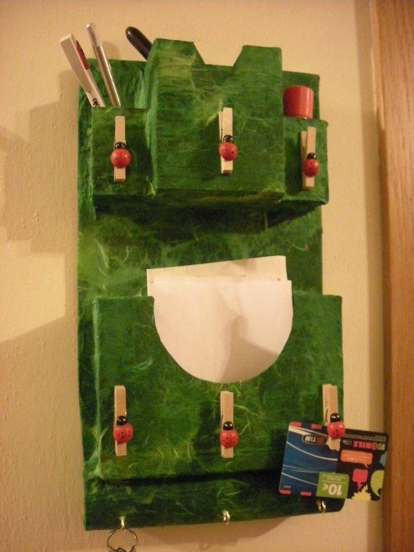 cardboard recycle idea. tutorial: http://leminidaimonti.blogspot.it/2009/10/sempre-riciclare-in-stile-art-attak-il.html