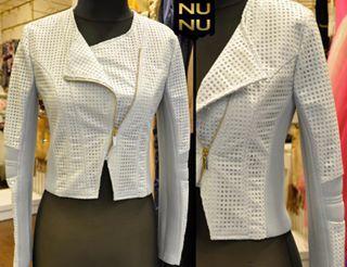 Kusursuz bir sonbahar görünümü İçin Nunu Moda'ya uğrayın! Sonbahar ve Kışın vazgeçilmez trendlerinden,her kadının dolabında mutlaka olması gereken bir ceket. Bej renkte, yan fermuarlı çok şık deri ceket.. Sipariş ve Bilgi İçin :⤵ ☎ Whatsapp numarası: 0533 154 11 90  #NunuModa #dericeket