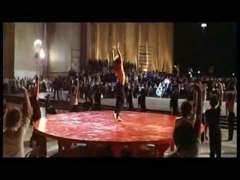 Escena final de la inolvidable película Los Unos Y Los Otros, con la participación de Jorge Donn, gran exponente de la danza de nacionalidad Argentina.- En 1...