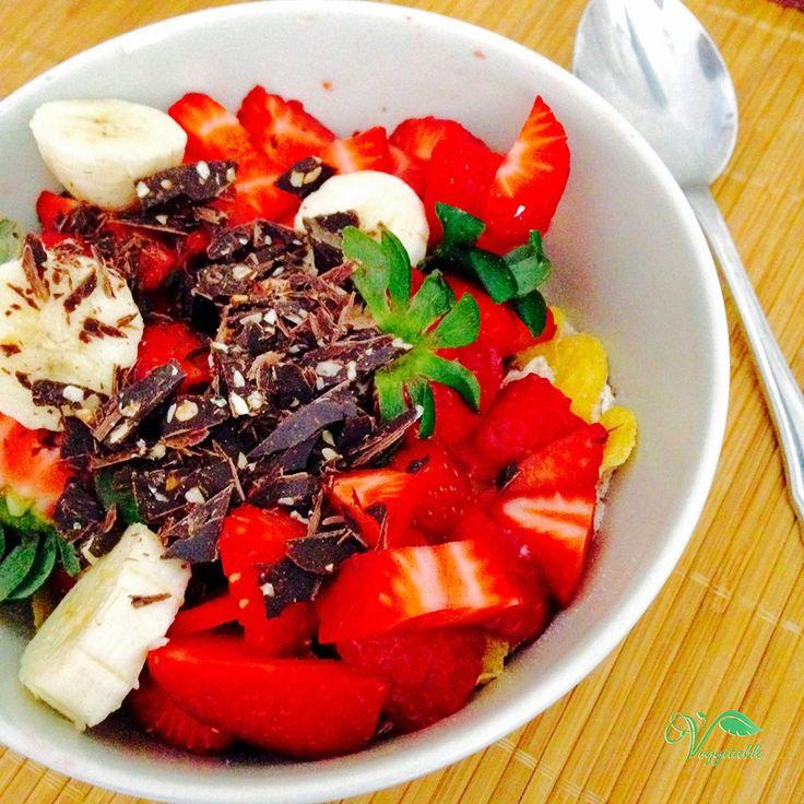Aveia e Flocos de Milho com Morangos e Chocolate – Veggitable