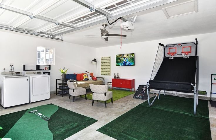 Bayless II boasts 1800 livable square feet with