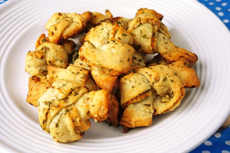 Super Easy Puff Pastry Garlic Herb Knots. Pin now, make and eat later ...