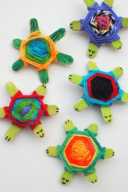 Perfect for summer, summer school, summer camp, camping trips, VBS, day cares...How to make Popsicle stick turtles using three sticks and yarn Weaving Pattern