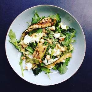 Salade met Burrata, Gegrilde Groenten en Salsa Verde