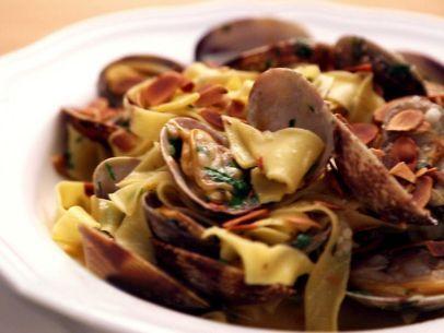 Tagliatelle con Vongole Recipe : Rachael Ray : Food Network