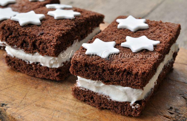 Merendine pan di stelle fatte in casa, ricetta facile, merenda di pan di spagna farcito, crema al latte, dolce da colazione, per bambini.