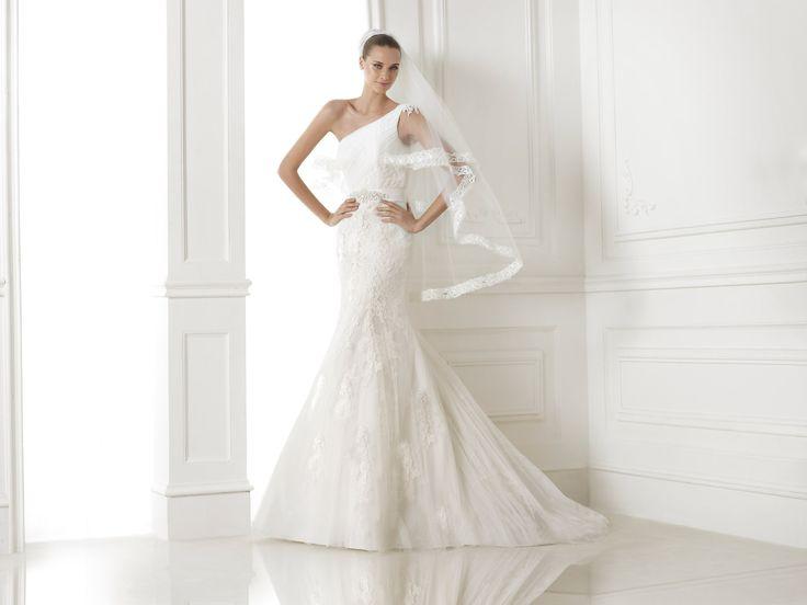 Bora esküvői ruha by Pronovias http://lamariee.hu/eskuvoi-ruha/pronovias-2015/bora