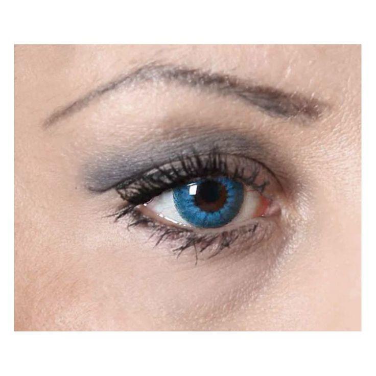 Découvrez toute notre gamme de lentilles fantaisies pour vos déguisements, changez votre regard avec ces lentilles bleues électro de la marque zoelibat.