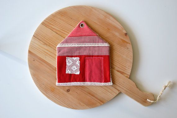 a red and white house potholder  housewarming by xxxRedStitcHxxx, €10.00