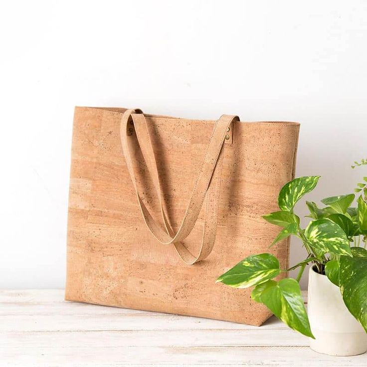 Vegan cork bag basic shopper handmade in Spain - Xianna Reusable Shopping Bags, Paper Shopping Bag, Reusable Tote Bags, Vegan Wallet, Cork Fabric, Vegan Gifts, Shopper Bag, Peta, Gifts For Her