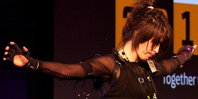Kinect, 'Magical Gloves' Let Imogen Heap Turn Movement Into Music