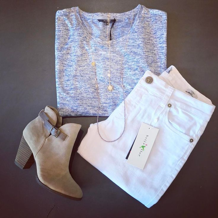 How cute is this Frnch top paired with the Bright White Beija Flor Jeans! These are the best white jeans for spring!!