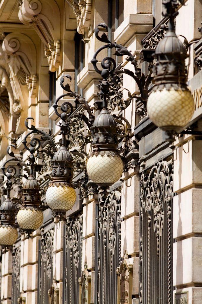 Las calles de Madrid muestran resabios de arquitectura de otra época.