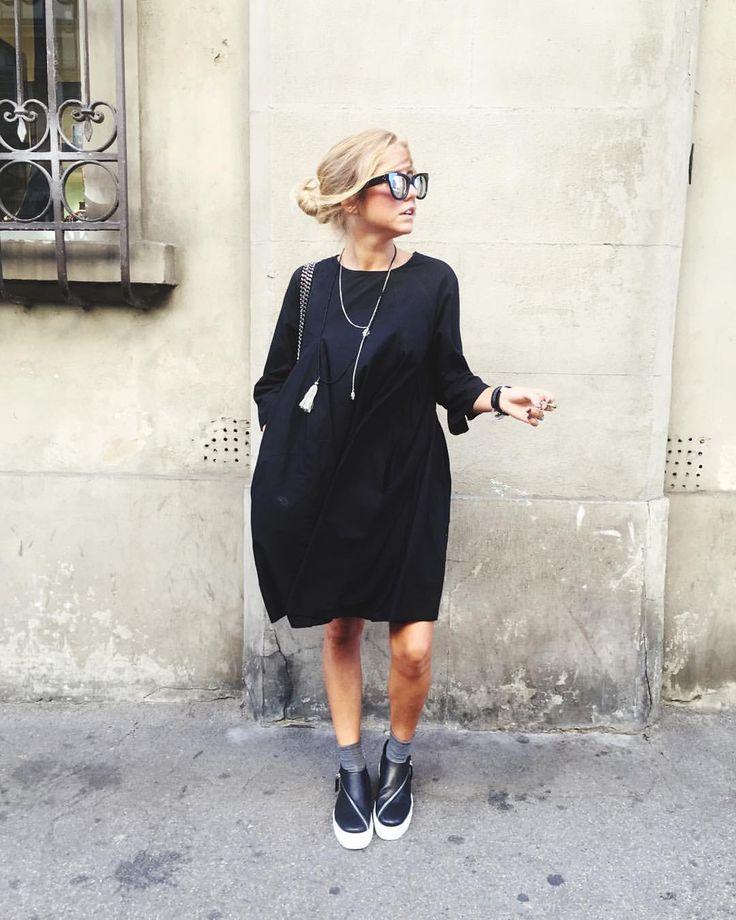 """L' Anna su Instagram: """"Polimoda= total black ◼️⚫️⬛️ Amo i vestiti larghi comodi e soprattutto neri! #Florence #polimoda Shoes @archivio22"""""""