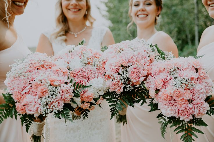 Pink bouquets for bridesmaids