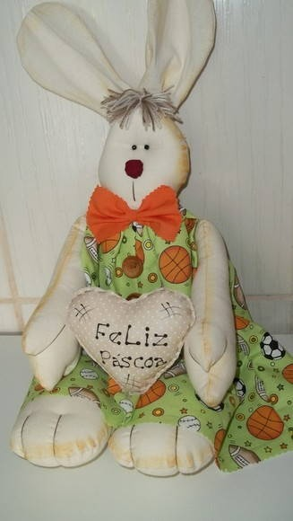 Coelho com macacão de tecido,super fofinho. R$ 55,00