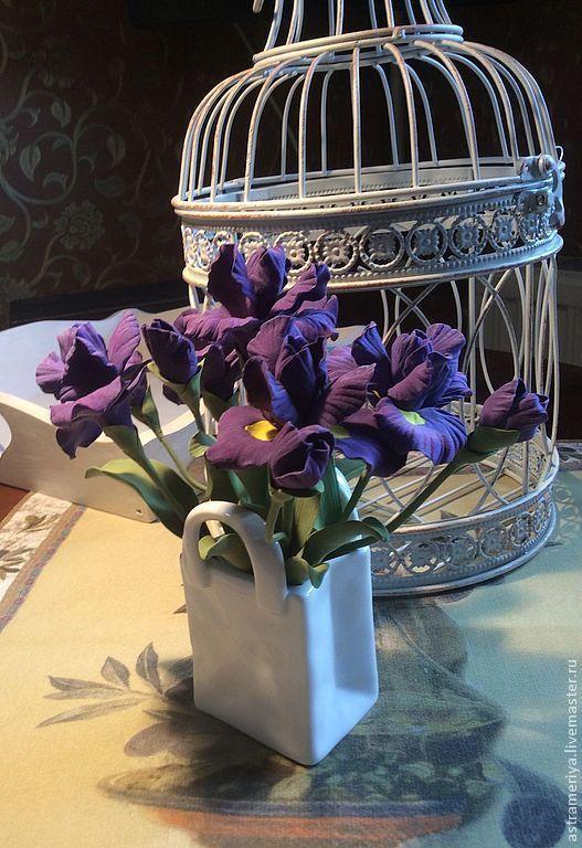Купить Букет для интерьера Фиолетовые ирисы из полимерной глины - фиолетовый, темно-фиолетовый, сиреневый цвет