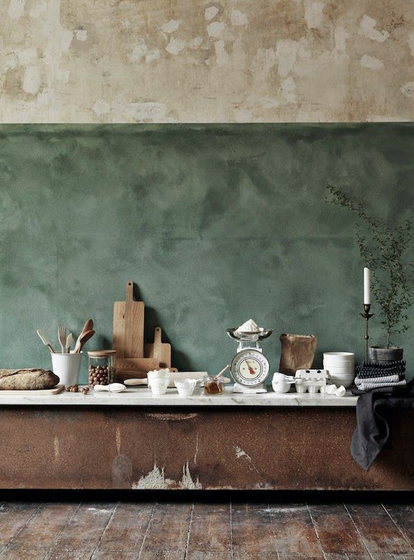 Raw walls and a stylish mood board | Inspiration in green