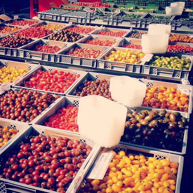 The tomato section at Hamburg's Isemarkt is as diverse as the color scheme of a painter from the Romanticism. #Hamburg #Isemarkt #Harvestehude #market #streetmarket #foodmarket #colorful #diversity #organic #greenmarket #food #vegetable #tomato #ilovehh #weshowhh #instahamburg