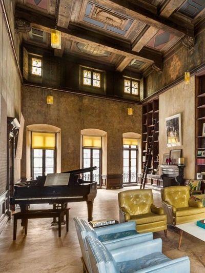 De woonkamer - Even binnenkijken in Mary-Kate Olsens New Yorkse kasteel | ELLE Decoration NL