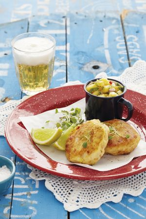 Fishcakes with pineapple salsa  Costs: under R85  Serves: 4  Preparation time: 25 minutes  Cooking time: 25 minutes     • 4 potatoes, peeled and cubed  • 400g smoked haddock  • bunch of spring onion, chopped  • 1 egg  • flour  • oil  SALSA  • 1⁄2 pineapple  • 100ml fresh coriander, chopped  • 1 chilli, finely chopped - See more at: http://homemag.co.za/news/family-food-9/#sthash.qCkrjtBe.dpuf