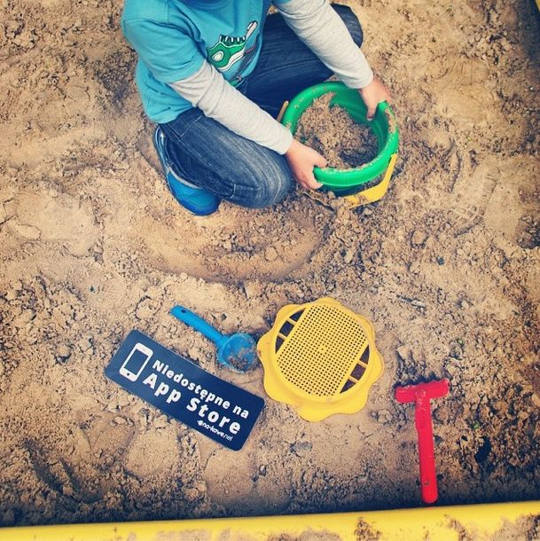 #notonappstore #nakawe #nakawenet #child #childhood #happy #sand #young #with #parents #mama #playground #cute #bestofthebest #memories  http://na-kawe.net