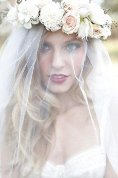 Voile de mariée avec une couronne de fleurs