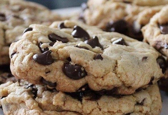 Cookies são uma delícia cookies gigantes são melhor ainda! Digite 'cookies gigantes de chocolate' na busca do site para a receita ;) #receitas #receita #cookies #cookie #biscoito #bolacha #chocolate #yummy #yum #food #instafood #delicious #delicia #comida #lanche #amo #amocozinhar by allrecipesbrasil http://ift.tt/1V9TTqB