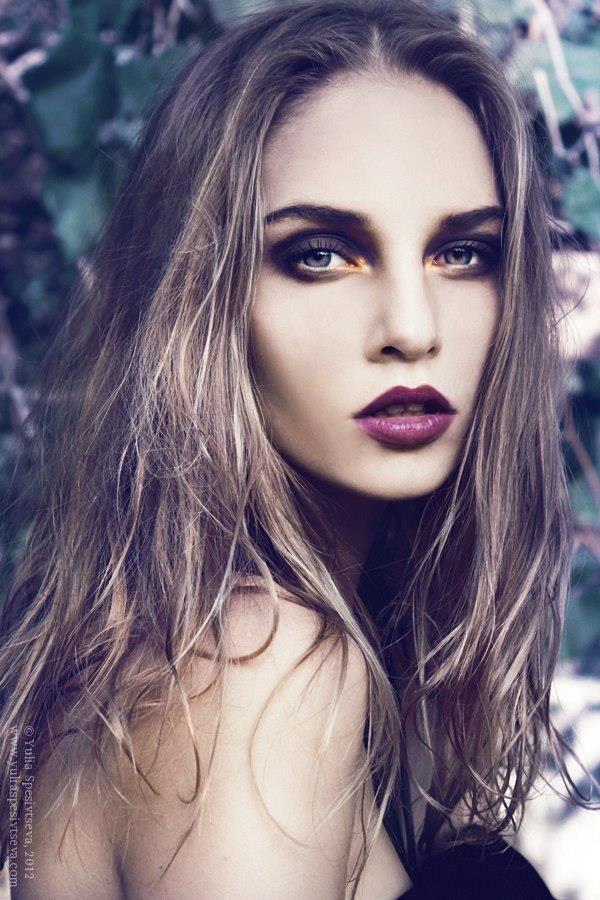 Spring Look - Magenta Lip, smokey eye.