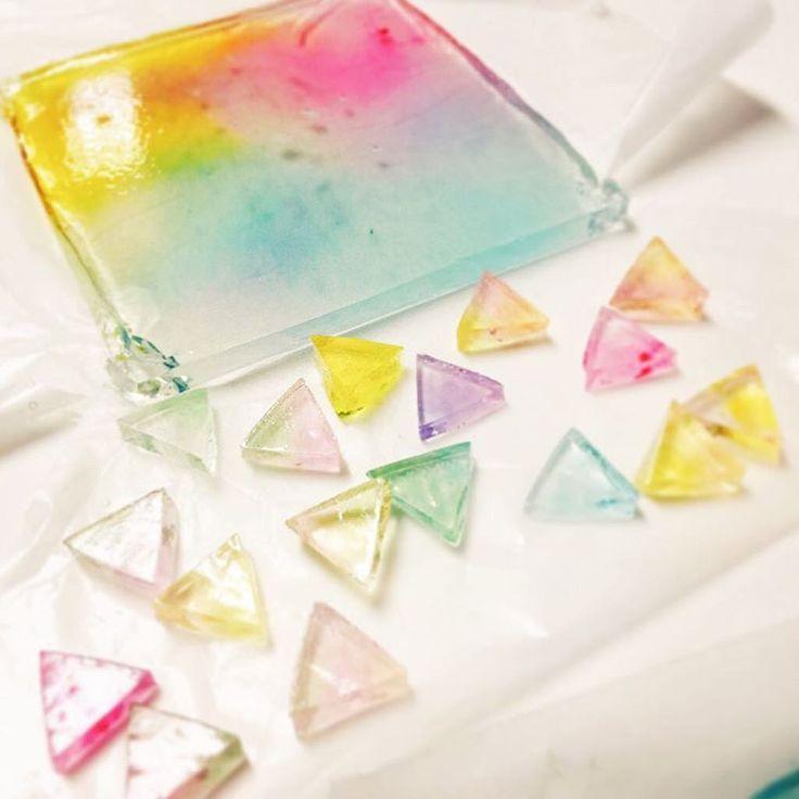 「食べられる石・琥珀糖のレシピ」シャリシャリ食感の不思議なお菓子