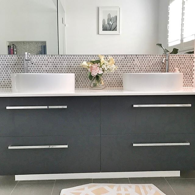 If anyone does a bathroom reno I would highly recommend getting a vanity with double drawers!   We re-did our ensuite last year and it is so good having all this storage space, the top of the vanity always stays tidy & clean 👌    #bathroom #scandi #bathroomreno #homestyle