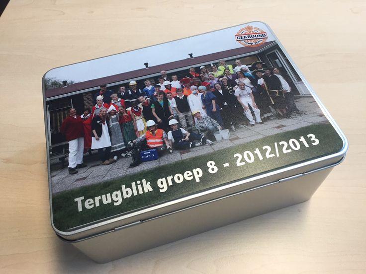 koekblik met foto als bedankje voor meester of juf, met de toepasselijke tekst: terugblik groep 8. #afscheidgroep8