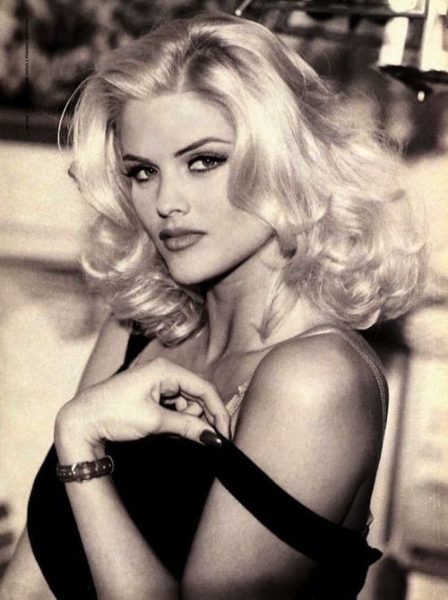 Google Image Result for http://data.whicdn.com/images/8922857/2-Anna-Nicole-Smith-guess-442482_649_870_large.jpg