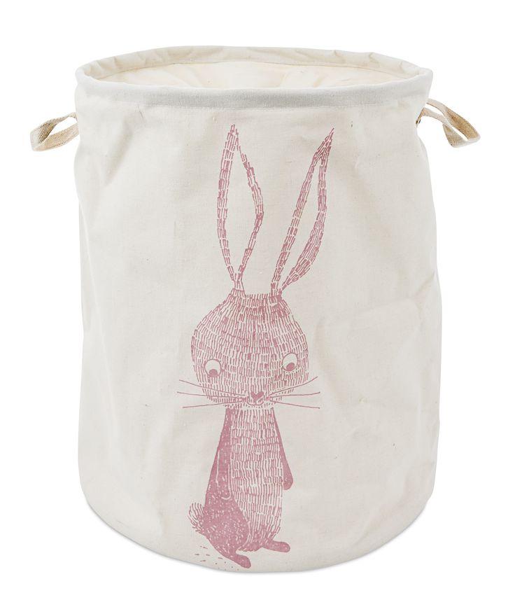 Förvaringspåse i kraftigt canvastyg med avtorkbar insida och tryckt motiv av en kanin. Rabbit förvaringspåse kan enkelt stängas med en dragsko i toppen. Barnets egna tvättkorg eller förvaring av leksaker och gosedjur.