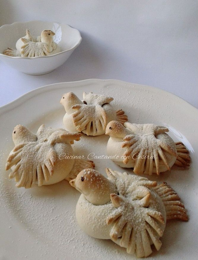 Come da tradizione,il 17 gennaio S.Antonio abate,dalle mie parti,si realizzano dei dolcetti deliziosi,gli uccelletti. C'è chi li farcisce con un