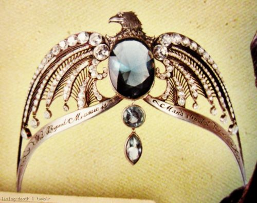 If I had hundreds of dollars to just blow on nerdy stuff, this would be a the top of the list. Ravenclaw's Diadem. :)