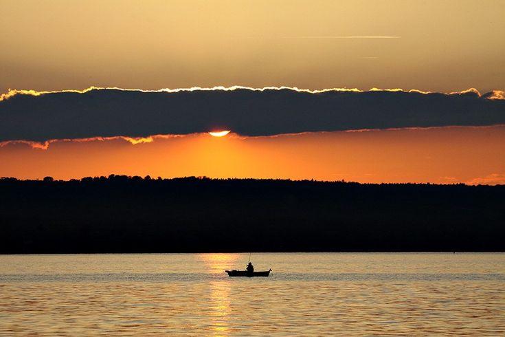 Sonnenuntergang am Ammersee: Thomas Bauer hatte beim Fotografieren freie Sicht auf Dießen.  Bild: Thomas Bauer 26. September 2013, 15:45 201...