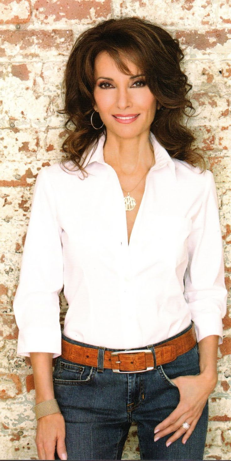 Susan Lucci as Rena Adamson, Reggi's BFF and bridesmaid                                                                                                                                                                                 Más